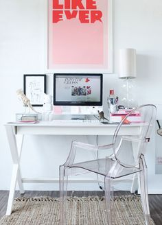 Check Out 37 Refined Feminine Home Office Ideas. A girl that works a lot at home definitely needs a cool home office, and if it's only her office, why not make it refined and feminine? Mesa Home Office, Home Office Space, Home Office Desks, Office Spaces, Office Furniture, Diy Furniture, Gothic Furniture, Office Playroom, Furniture Chairs