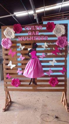 Úgy gondoljuk, tetszenének neked ezek a pinek - School Decorations, Valentine Decorations, Birthday Party Decorations, Diy Arts And Crafts, Crafts For Kids, Paper Crafts, Diy Crafts, Giant Paper Flowers, Paper Roses