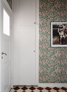 Välj rätt tapet till just din hall med vår guide William Morris Tapet, William Morris Wallpaper, Morris Wallpapers, Country House Interior, Interior Design Living Room, Living Room Designs, Scandinavian Kids Rooms, Elle Decor, Interior Inspiration