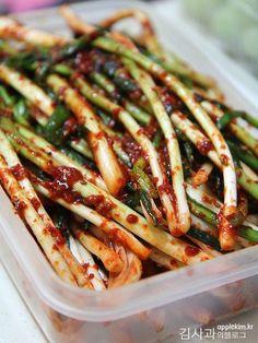 Korean Side Dishes, Korean Kimchi, K Food, Korean Food, Food Plating, Asian Recipes, Asparagus, Green Beans, Tasty
