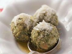 Spinatklöße mit Parmesan-Butter ist ein Rezept mit frischen Zutaten aus der Kategorie Blattgemüse. Probieren Sie dieses und weitere Rezepte von EAT SMARTER!