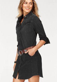 Lee® Jeanskleid, in trendy Hemdblusenform aus weichem Stretch-Denim für 99,95€. Klassisches Jeanskleid mit Brust und Seitentaschen bei OTTO