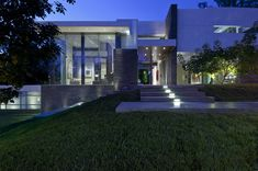 Contemporary Summit House In Beverly Hills by Whipple Russell Architects