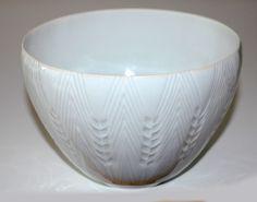 Lisbeth Munch Petersen, bowl in porcelain, made af Bing & Gröndahl, Copenhagen. H: 10,5. W: 15 cm.