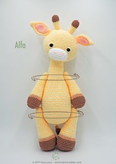 Amigurumi Pattern: Alfa Giraffe : It's time to receive pure tenderness and give our heart to a new member of Tarturumies …. She's ALFA! ♥ On last July 15 we celebrated the birthday Crochet Giraffe Pattern, Crochet Patterns Amigurumi, Amigurumi Doll, Crochet Dolls, Crochet Crafts, Crochet Projects, Stuffed Animal Patterns, Love Crochet, Crochet Animals