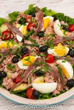 Salade Nicoise is a summer lunch classic. Tuna, egg and potato salad with dressing. #saladenicoise