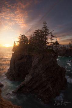 Oregon coast; photo by Ryan  Dyar