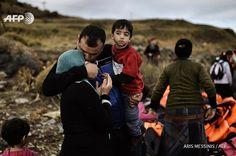 Photo d'Aris Missinis .Migrants sur l'île de Lesbos (Grèce)