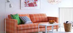 Para os portugueses, a sala é a divisão preferida para relaxar, ver televisão e socializar com família e amigos, aponta um estudo da IKEA, que revela que 47% das pessoas têm aparadores neste espaço, 22% tem um mini-bar, 13% tem pufs e 37% um televisor com 31 a 40 polegadas. E porque a tradição ainda é o que era, a IKEA oferece, já a partir deste mês, descontos exclusivos em sofás, mesas, plantas e artigos de decoração para a sala.
