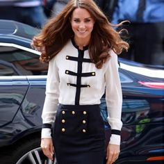 The latest news on Kate Middleton style is on POPSUGAR Fashion. On POPSUGAR Fashion you will find news on fashion, style and Kate Middleton style. Kate Middleton Stil, Estilo Kate Middleton, Kate Middleton Photos, Kate Middleton Fashion, Military Style Outfits, Military Fashion, Military Chic, Military Clothing, Military Jacket