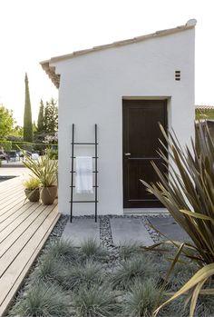 AIX-EN-PROVENCE - Rénovation d'inspiration contemporaine: Jardin de style de style Méditerranéen par Agence MORVANT & MOINGEON
