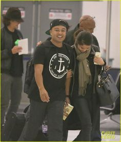 orlando bloom selena gomez walks steps apart from each other at the airport 09 Selena Gomez walks just steps ahead Orlando Bloom as they both depart from LAX Airport on Monday (October 20) in Los Angeles.    The 22-year-old entertainer looked…