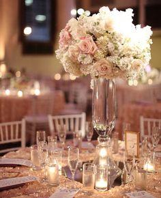 Wedding Reception Décor: Unique Centerpieces for Your Big Day Mod Wedding, Wedding Table, Wedding Reception, Dream Wedding, Reception Table, Trendy Wedding, Unique Centerpieces, Wedding Centerpieces, Hydrangea Centerpieces