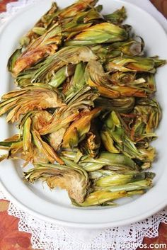 16 delicious recipes with artichoke that had never crossed your mind - Fried artichokes Nut Recipes, Light Recipes, Veggie Recipes, Vegetarian Recipes, Healthy Recipes, Delicious Recipes, Vegetarian Side Dishes, Artichoke Recipes, Food Decoration