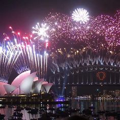 Fireworks in sydney harbour last year. Hard to believe new years is just around the corner. This year has gone so fast! Cant wait to see this years fireworks  #sydneyharbourbridge #sydneyharbour #operahouse #beautiful #celebrations #fireworks #pretty #colourful #Amazing  by stevie_1988.xo http://ift.tt/1NRMbNv