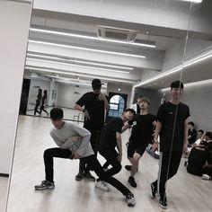 Ideas Dancing Girl Black And White Korean Boys Ulzzang, Ulzzang Korea, Ulzzang Couple, Ulzzang Boy, Korean Men, Boy Squad, Korean Best Friends, Korea Boy, Korean Couple