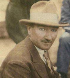 Fötr şapkalı Atatürk