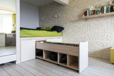 Bett Podium i Ihrem Zuhause Small Space Design, Small Space Living, Small Rooms, Small Spaces, Bed Storage, Bedroom Storage, Storage Ideas, Hidden Storage, Storage Drawers