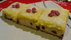 Prajitura de post cu crema de vanilie, afine si merisoare Happy Vegan, Vegan Sweets, Vegan Food, Pastry Cake, Vegan Recipes, Cheesecake, Deserts, Goodies, Food And Drink