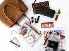 Beauty travel essentials: Little life savers for long journeys! Source by Bags street What In My Bag, What's In Your Bag, My Bags, Purses And Bags, Inside My Bag, Purse Essentials, Travel Essentials, What's In My Purse, Moda Do Momento