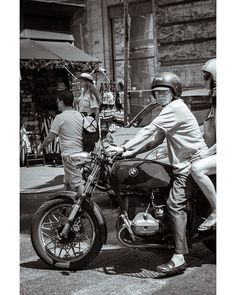 Who are you looking at? #rome #roma #blackandwhite #bnw_life_shots #streetphoto_bw Rome, Shots, Motorcycle, Vehicles, Motorcycles, Car, Motorbikes, Choppers, Vehicle