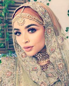 Hijabi Wedding, Wedding Hijab Styles, Indian Wedding Bride, Asian Wedding Dress, Pakistani Wedding Outfits, Disney Wedding Dresses, Muslim Brides, Pakistani Wedding Dresses, Bridal Outfits