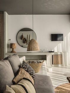 24 Perfect Rustic Apartment Living Room Decor Ideas And Makeover. If you are looking for Rustic Apartment Living Room Decor Ideas And Makeover, You come to the right place. Small Apartment Living, Rustic Apartment, Cozy Apartment, Apartment Interior, Studio Apartment, Apartment Design, Chic Living Room, Living Room Decor, Zen Living Rooms