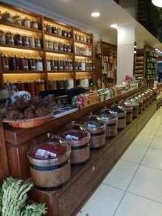Shop Interior Design, Cafe Design, Tante Emma Laden, Shop Shelving, Honey Shop, Spice Shop, Fruit Shop, Coffee Store, Coffee Shop Design