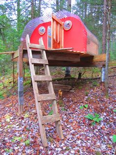 Check out this tree house and the blog space of the builder, Derek Diedricksen. There's a video of this tree house UB30, named for his brother's 30th birthday.  Very neat. I want one!!!