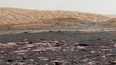 Erosion on Mars reveals ice moves boulders