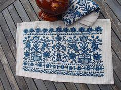 2 sets de table en lin vintage motifs bleus des seventies sur