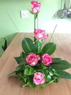 Classic roses for a pink and green party Modern flower arrangements Modern-flower-arrangements Bloemen Flowers Gardening Flowers garden Peonies Orchids Hybrid tea roses Exotic flowers Pink roses Ranunculus English roses Cactus flower Flower shops Tulip Purple flowers Yellow roses Ikebana