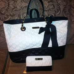 Black & white tote bag and wallet