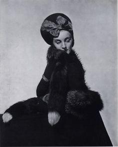 This section Caroline Reboux contains 88 image files and original prints - Fashion, Millinery, Caroline Reboux. Caroline Reboux, Vogue Photographers, Vintage Headpiece, Paris Mode, Vintage Fashion Photography, Silhouette, 1930s Fashion, Vintage Photographs, Vintage Images