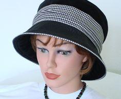 Hut aus schwarzem Samt mit Hahnentritt  Cloche  von MermaidsHatbox