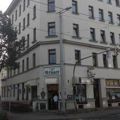 Café Krüger am Eutritzscher Markt.  Große Auswahl an leckeren Torten und Kuchen, beliebter Partner auch fürs Catering zu besonderen Anlässen. Kann ich persönlich sehr empfehlen!