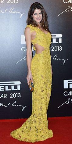 ISABELI FONTANA    Ataviada en un revelador vestido en encaje amarillo, la supermodelo brasileña asistió a la presentación del calendario de la marca de llantas Pirelli, que se celebró en Río de Janeiro, Brasil. La top model es una de las modelos que engalana este calendario.