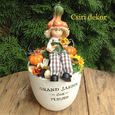 Őszi asztaldísz Fall Decor, Holiday Decor, Scarecrows, Ikebana, Christening, Diy Home Decor, Autumn, Christmas Ornaments, Flowers