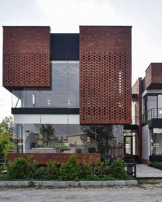 hotel fachada Maziar Brick House designed by Naghshe Khak Architectural Group image Vahid Joudi Royan, # Modern Brick House, Brick House Designs, Modern House Facades, House Front Design, Brick Design, Facade Design, Exterior Design, Modern Architecture House, Facade Architecture