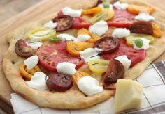 Heirloom Tomato & Fresh Mozzarella Flatbread Pizza | Fresh Summer Recipes   http://jennysteffens.blogspot.com/2012/08/heirloom-tomato-fresh-mozzarella.html