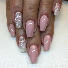 """""""Nude Pink"""" med vitt glitter."""