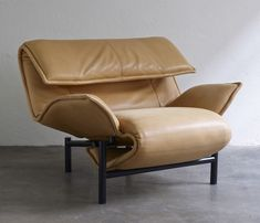 Leather lounge chair by Vico Magistretti, Cassina 1983