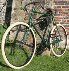 1900 Imperial Triumph Road Racer - Google Search Velo Vintage, Vintage Cycles, Vintage Bikes, Retro Bicycle, Old Bicycle, Retro Bikes, Fixed Bike, Fixed Gear, Tweed Ride