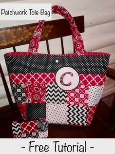 Free tutorial Make your own patchwork tote bag 2019 You can never have too many tote bags! Cut out a few squares and sew up a cute tote bag for yourself or a friend. The post Free tutorial Make your own patchwork tote bag 2019 appeared first on Bag Diy. Patchwork Bags, Quilted Bag, Diy Bags Purses, Cute Tote Bags, Bag Patterns To Sew, Sewing Patterns, Craft Bags, Simple Bags, Bag Making