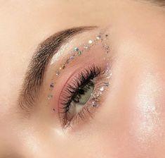 Glam Makeup, Skin Makeup, Makeup Inspo, Eyeshadow Makeup, Makeup Art, Makeup Inspiration, Eyeliner, Bright Makeup, Makeup Primer