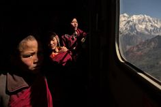 """James Nachtwey """"Young Buddhist monks gaze out of a helicopter as they are evacuated by the Indian army from a monastery in the Himalayas. James Nachtwey, Advanced Photography, Photography Workshops, Buddhist Monk, Indian Army, Weird Pictures, Top Photo, Photojournalism, Light And Shadow"""