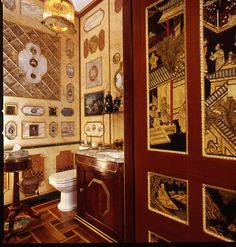 Powder room in NY apartment of Howard Slatkin, from his book FIFTH AVENUE STYLE. Photo by Tria Giovan