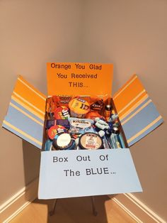 Orange you glad you received this box out of the blue Orange you glad you receiv. Orange you glad you received this box out of the blue Orange you glad you received this box out of Birthday Presents For Friends, Cute Gifts For Friends, Cheer Up Gifts, Cute Birthday Gift, Birthday Gift Baskets, Bff Gifts, Friend Birthday Gifts, Diy Birthday, Orange Gift Basket