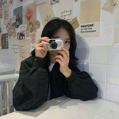 Korean Girl Short Hair, Korean Girl Cute, Korean Girl Ulzzang, Korean Girl Photo, Ulzzang Couple, Japanese Aesthetic, Korean Aesthetic, Beige Aesthetic, Aesthetic Photo