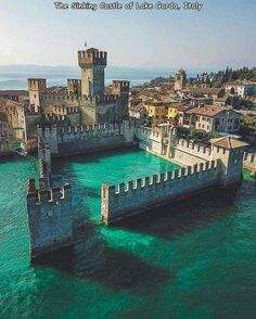 55 Fresh Pics, Freshly Picked For You - Wow Gallery Romantic Destinations, Travel Destinations, Romantic Travel, Places To Travel, Places To See, Europa Tour, Nature Architecture, Ancient Architecture, Lake Garda Italy